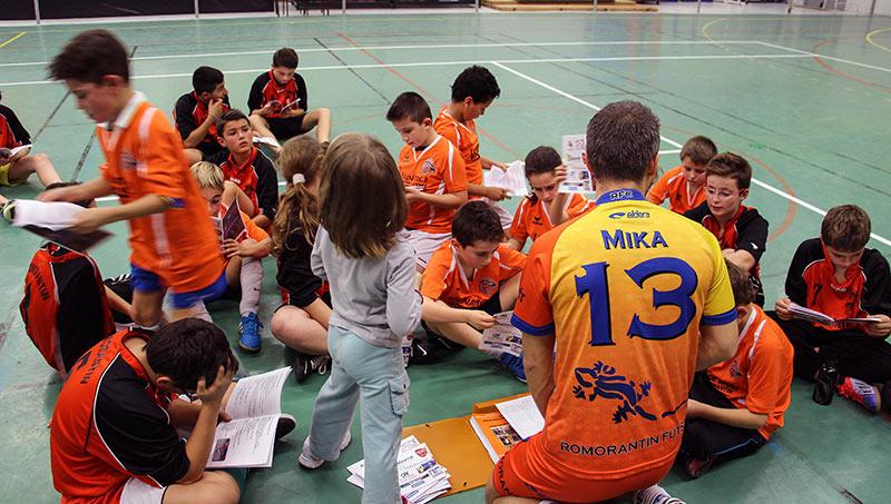 Les jeunes du Romorantin Futsal Club reçoivent leur livret de la saison