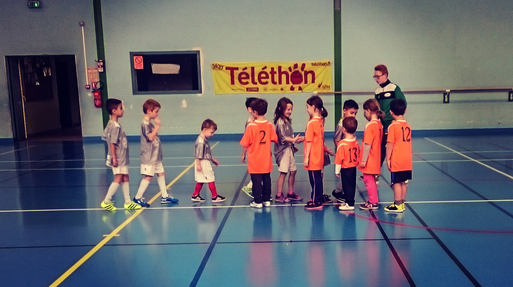 team u7 serrage de main